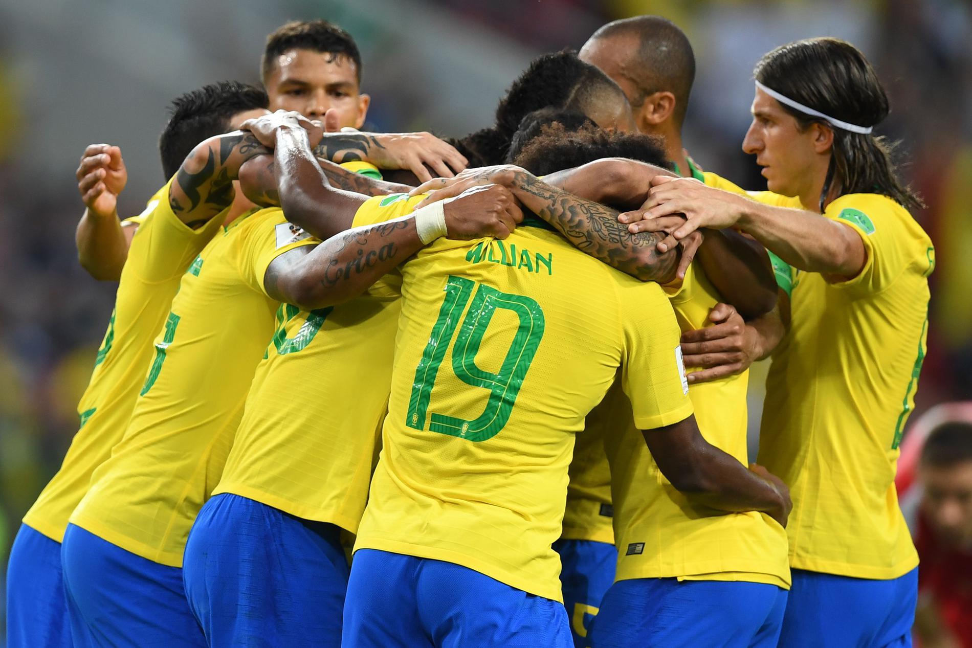O Brasil está nas oitavas de final da Copa do Mundo da Rússia. Garantiu o  primeiro lugar no Grupo E 7cb280eda211b