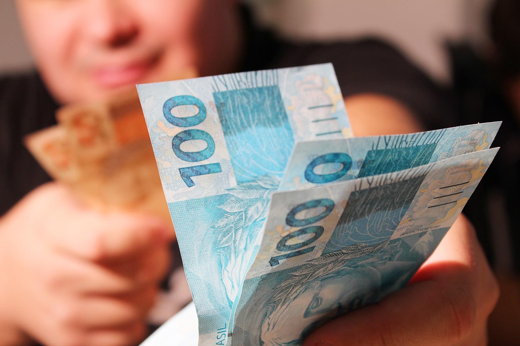 Governo de MG divulga datas para pagamento dos servidores do ...